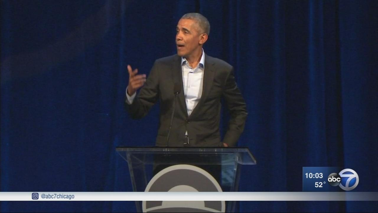 Obama surprises crowd at public meeting about presidential center