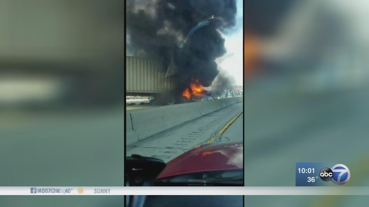 1 dead, all inbound lanes blocked on Eisenhower after crash
