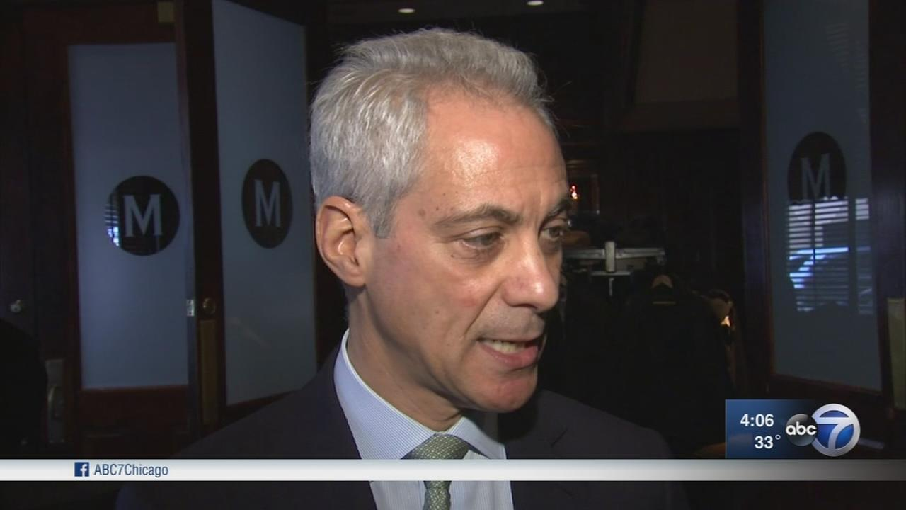 Emanuel confronts Rauner over gun control bill