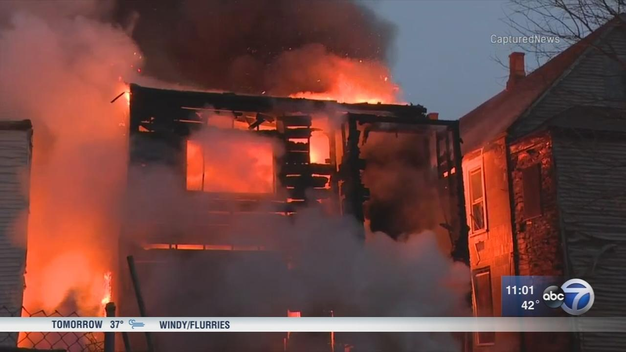 Firefighter suffers minor injury in extra-alarm Englewood fire