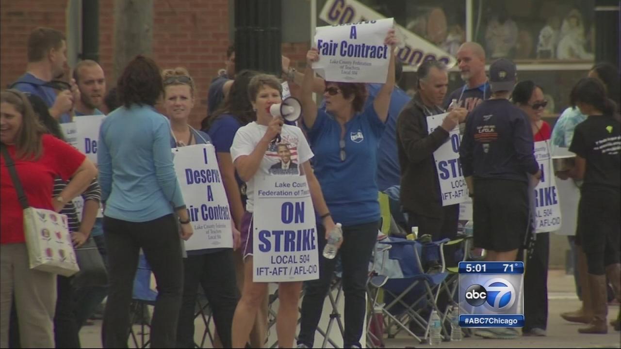 Waukegan school district 60 teachers on strike
