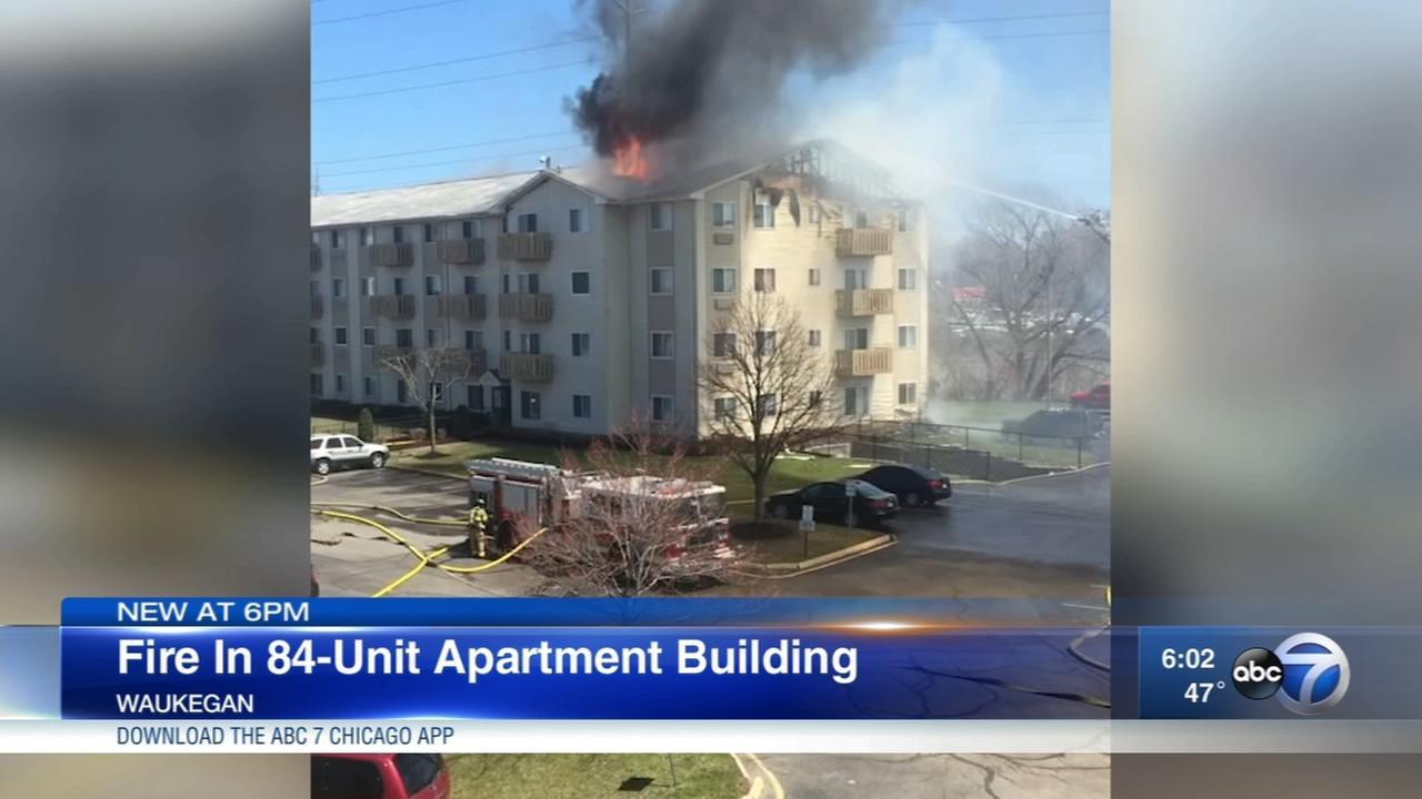 Fire strikes Waukegan apartment building