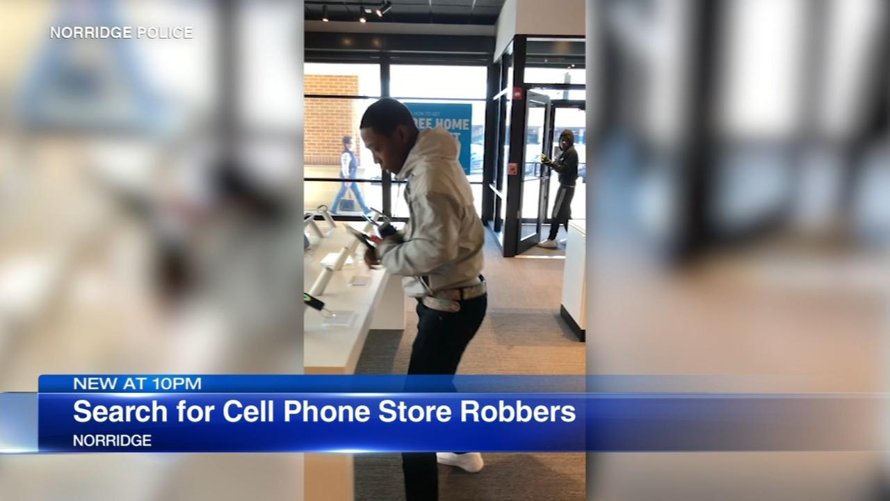 Video shows robbery at Norridge AT&T store