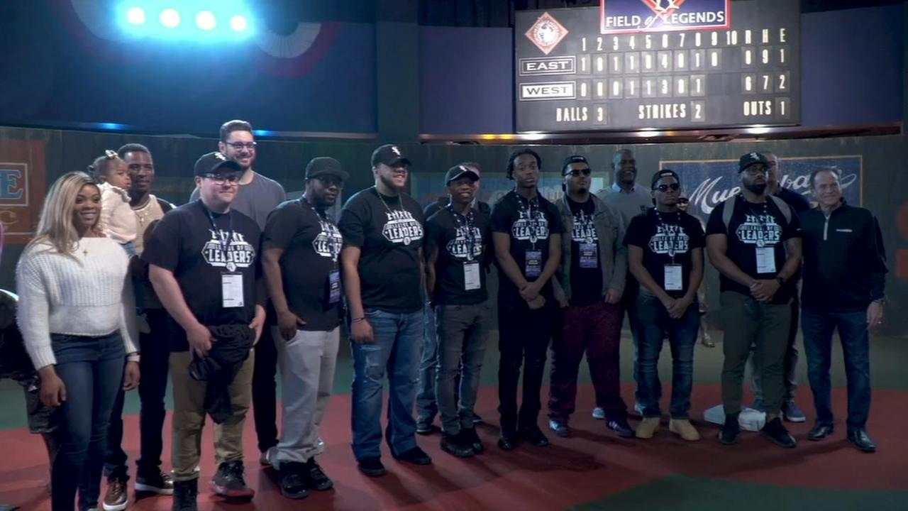 White Sox players team up with BAM students to visit Negro League Baseball Museum