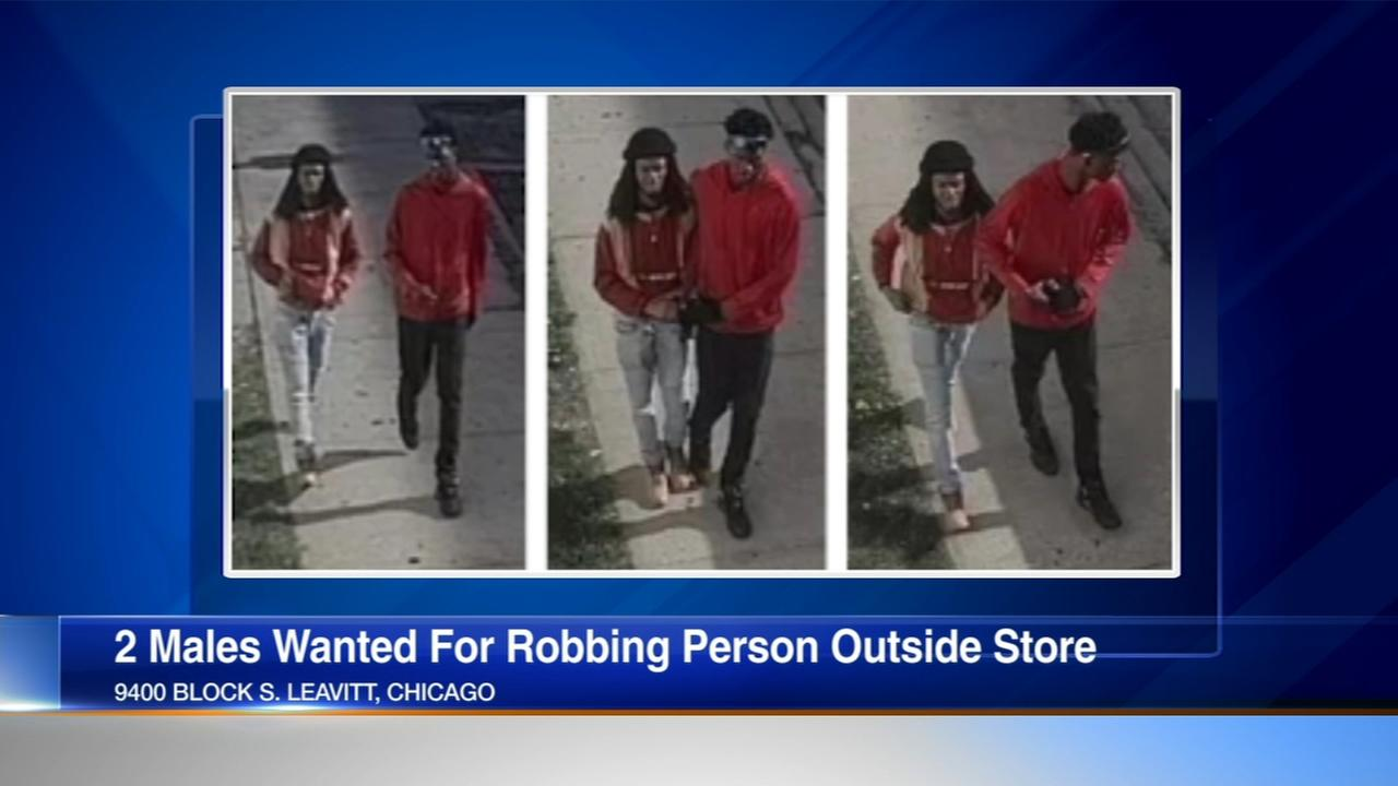 Police: 2 armed robbers strike outside grocery store in Beverly
