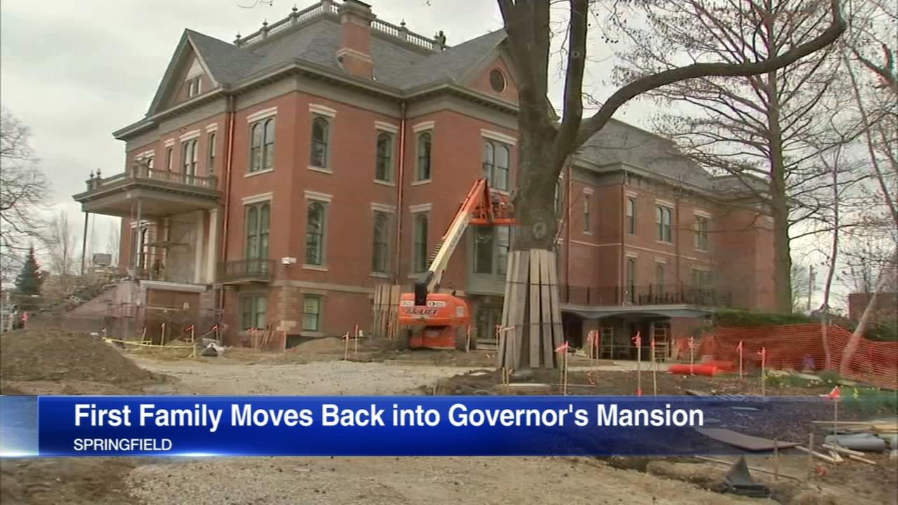 Rauners moving back to Illinois governors mansion