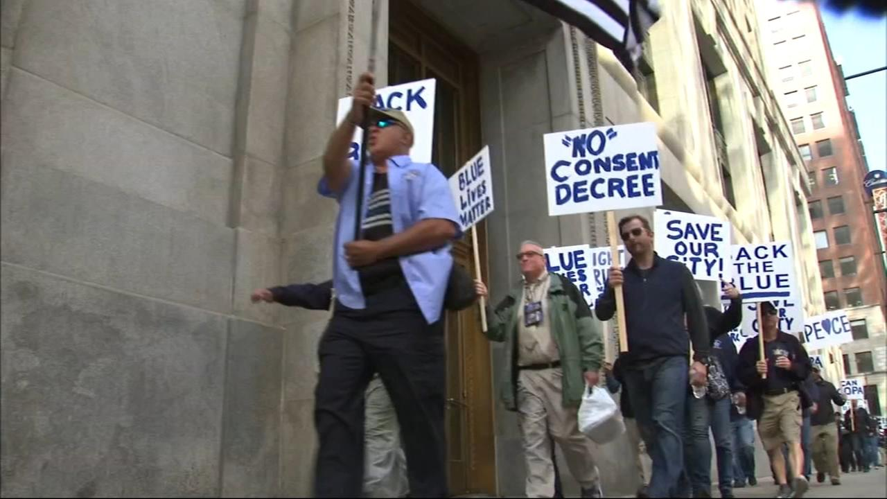 Police union members protest Emanuel