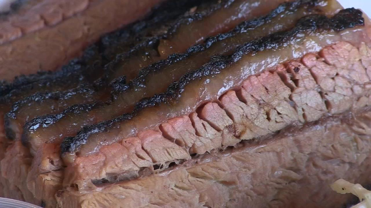 Hungry Hound: Lillies Q and Smoque BBQ bring Texas-style brisket to Chicago