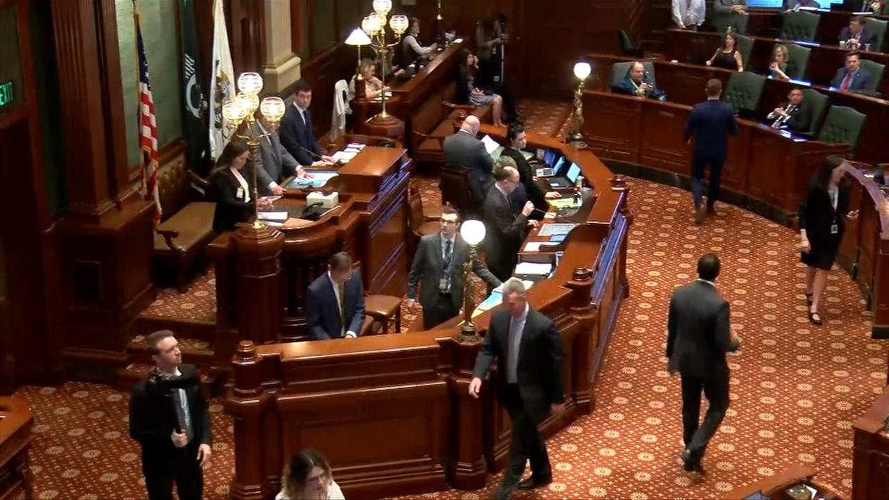 Illinois lawmakers move closer to budget deal