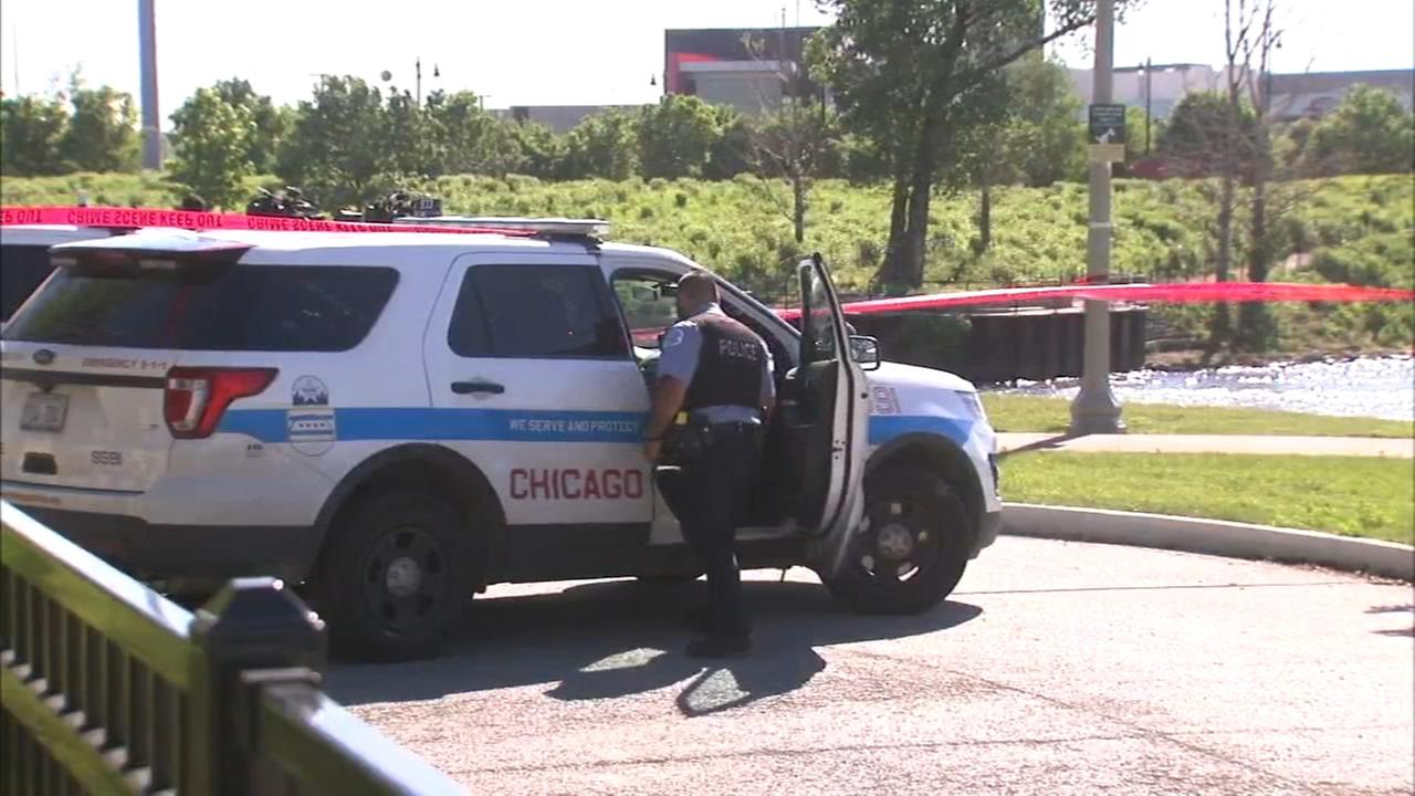 Friends: Body found in south branch of Chicago River is missing boaters