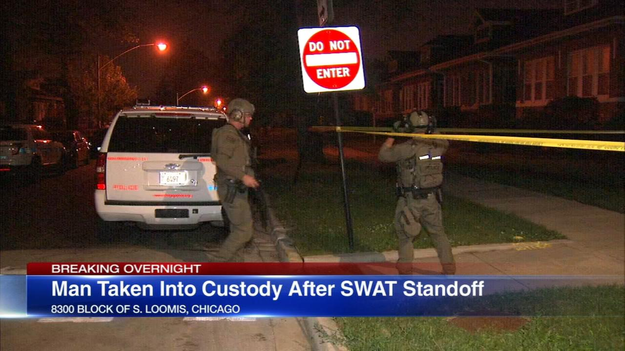 Man in custody after SWAT responds to Auburn Gresham barricade