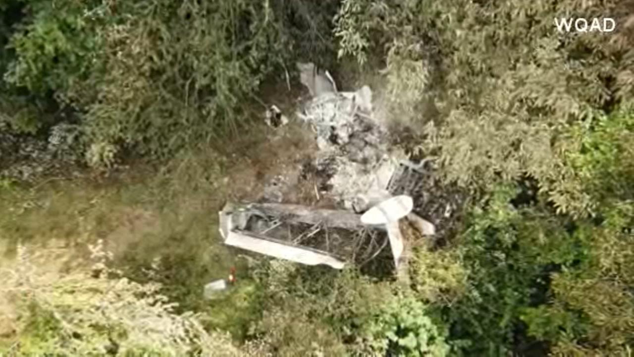 2 killed in plane crash near western Illinois airport
