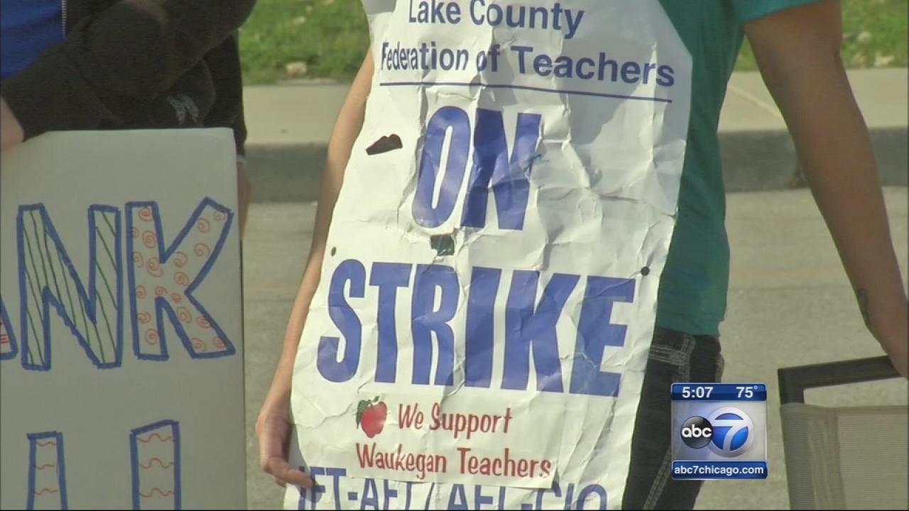 Waukegan teachers? strike enters fourth week