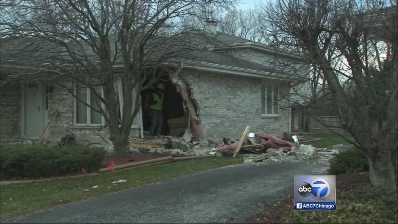 Stolen car crashes into Alsip home