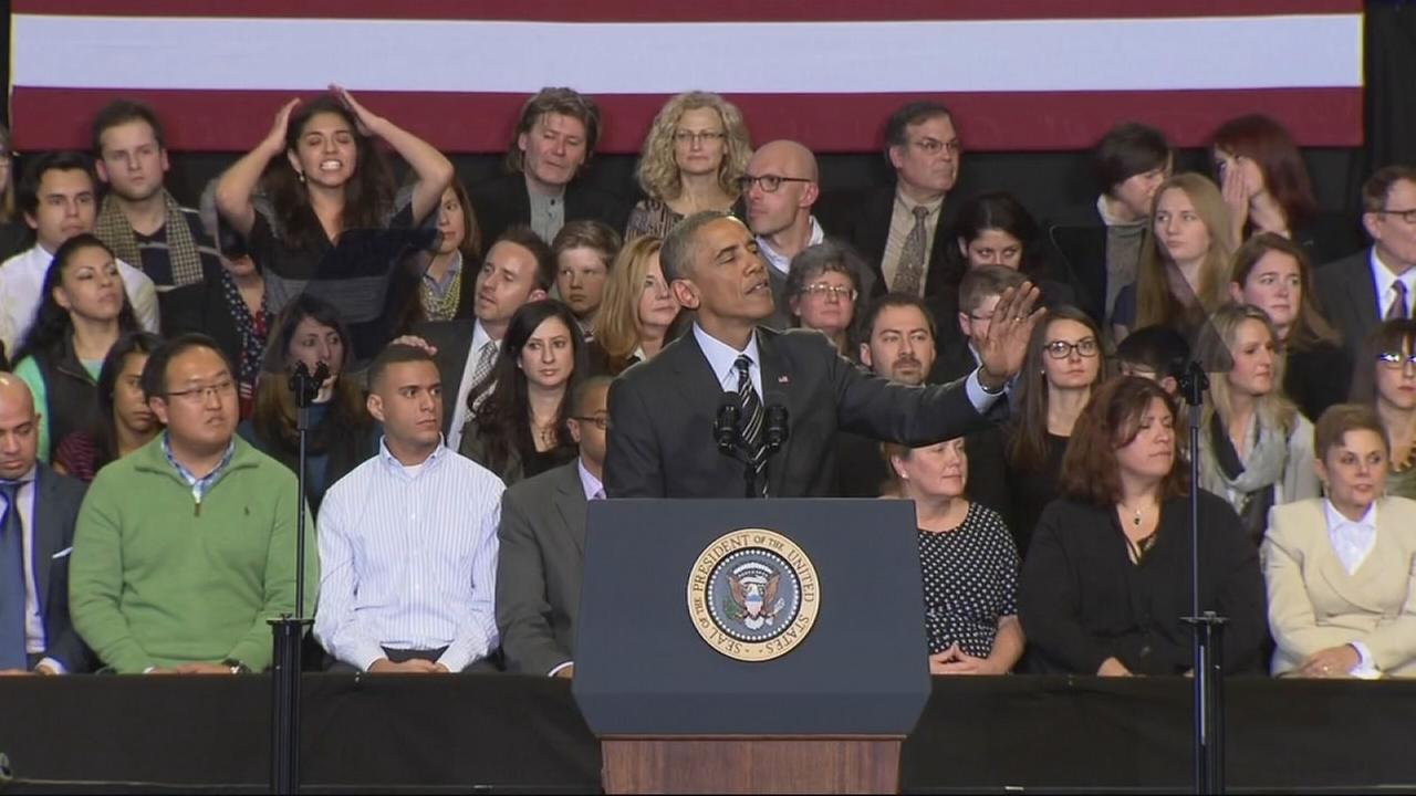 Obama heckled in Chicago during immigration speech