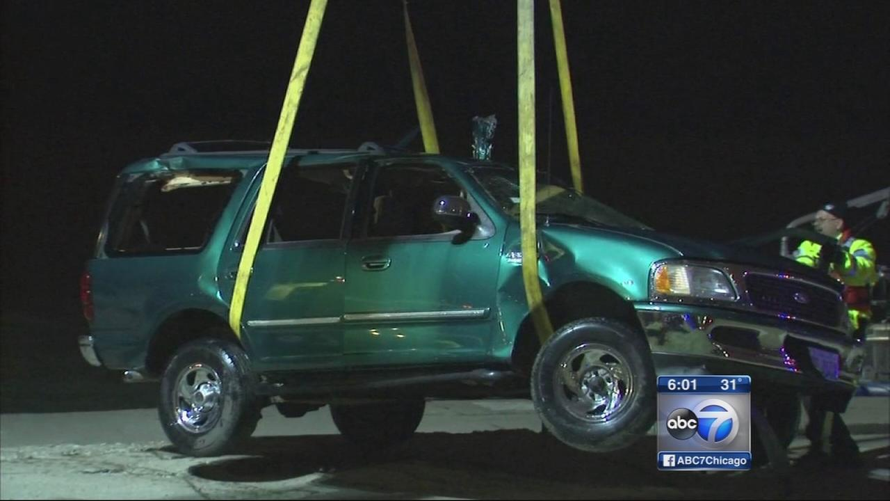 Car plunges into Lake Michigan