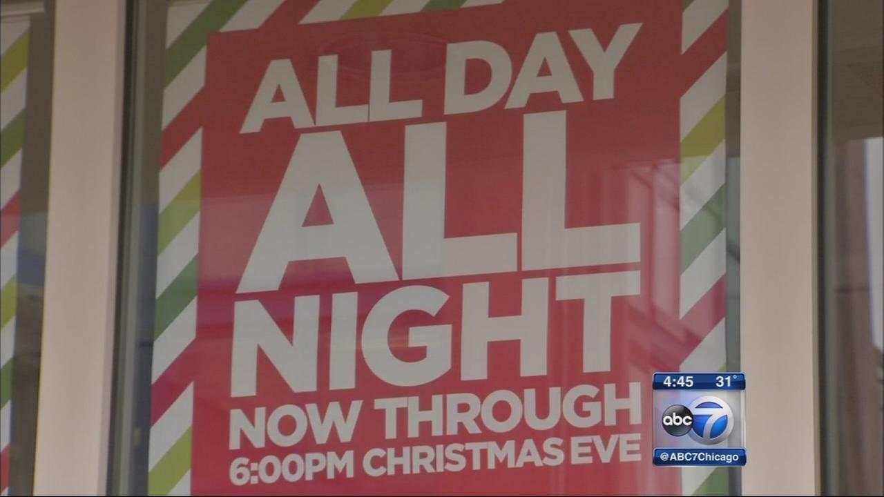 Last-minute holiday shoppers lured by extended hours