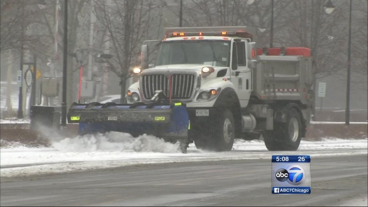 Snow, rain mix hits Chicago area