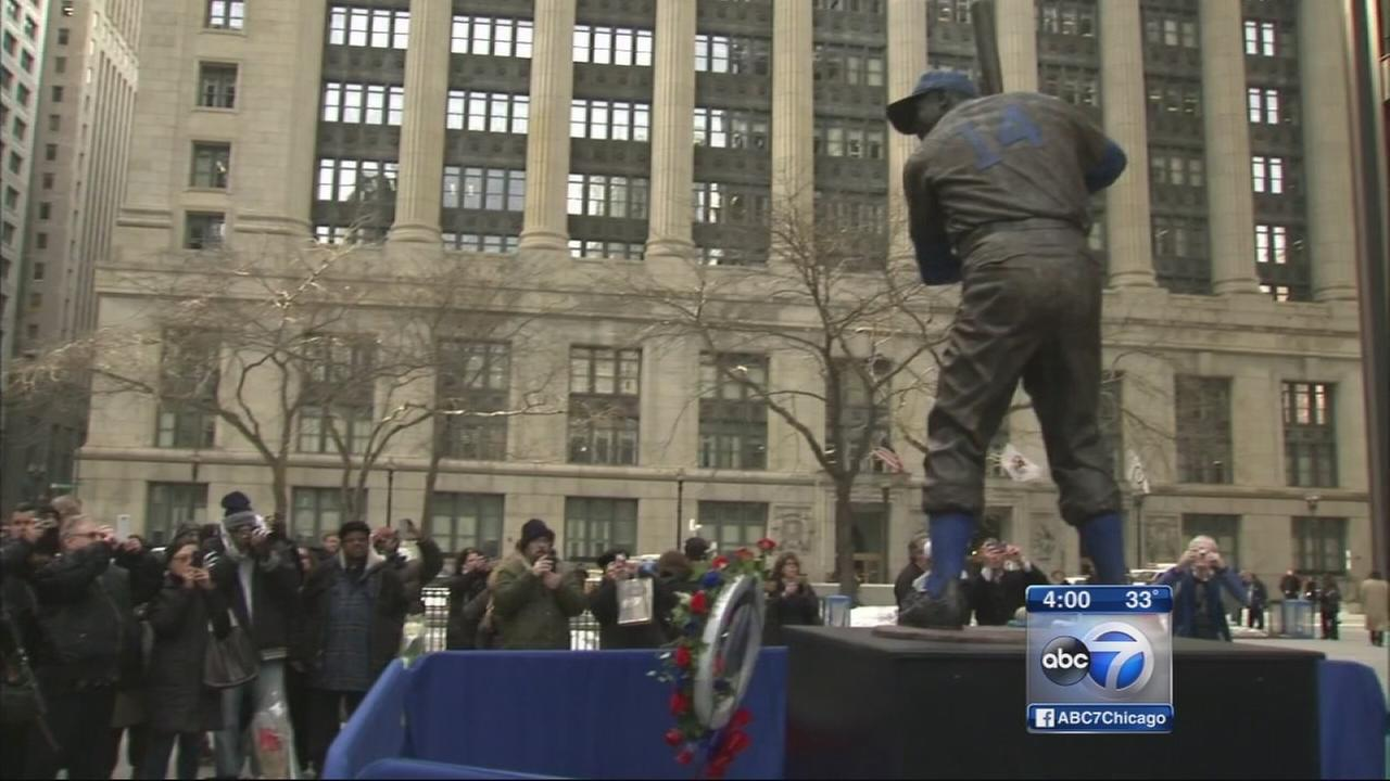 Ernie Banks statue moved to Loop