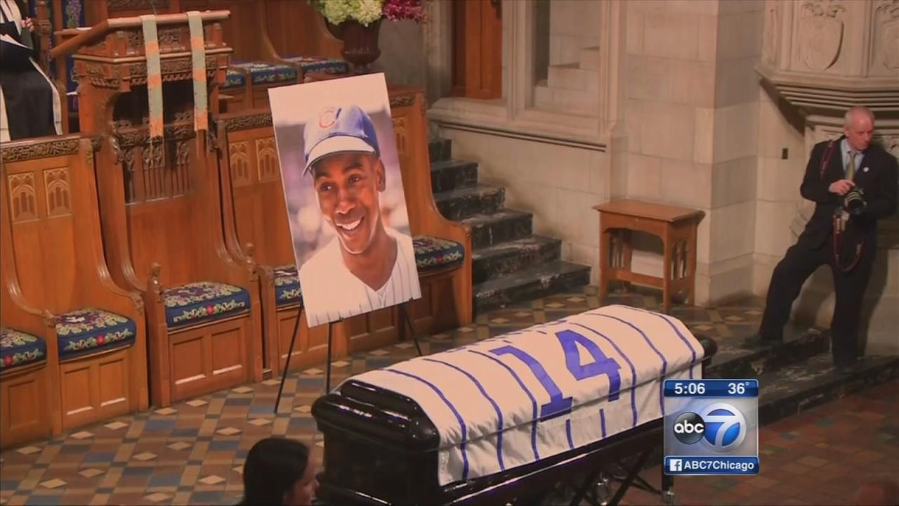 Crowds gather for Ernie Banks memorial service, procession