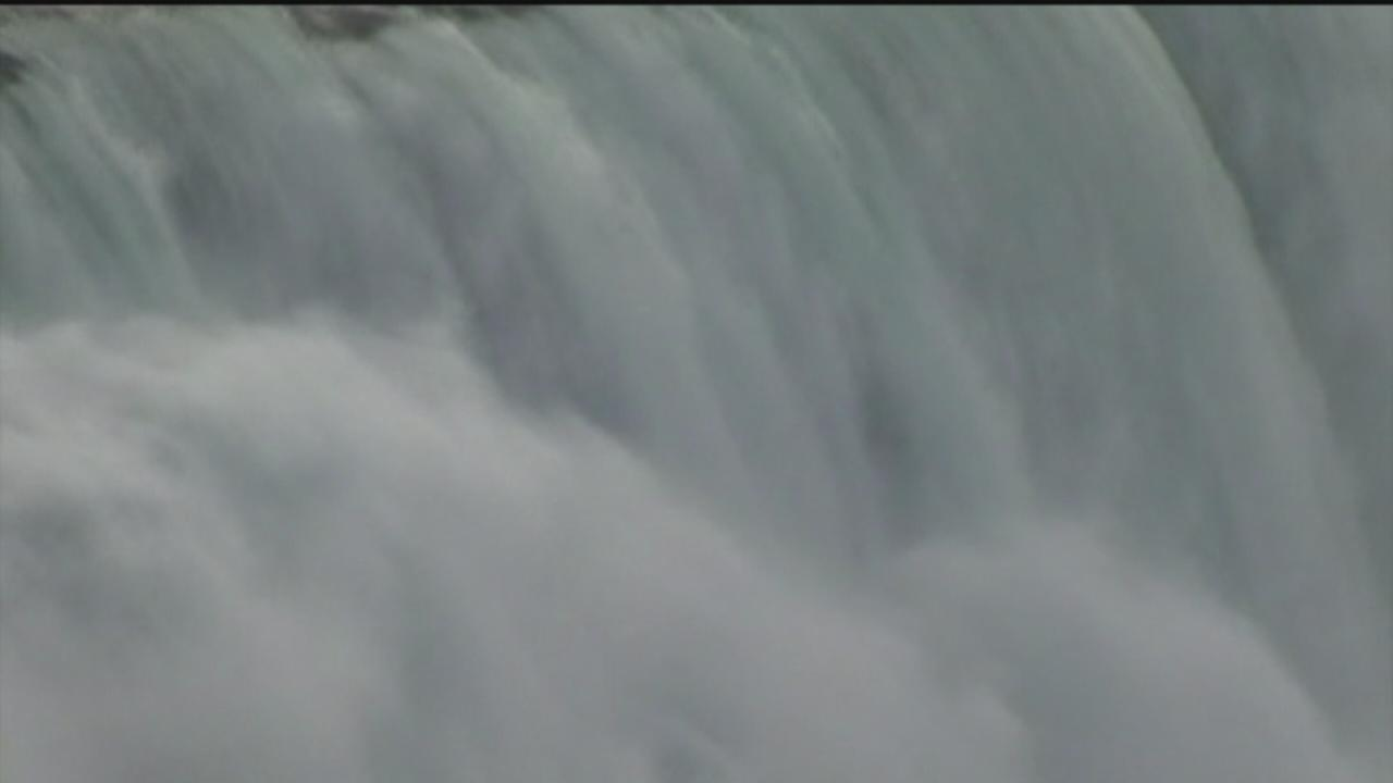 Niagara Falls freezing, blankets surrounding area with ice