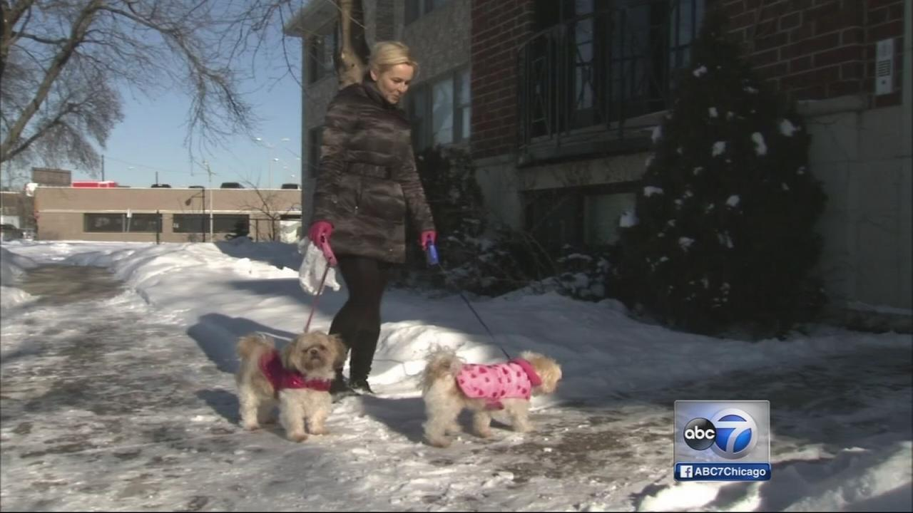 Chicagoans work to keep warm during bitter cold