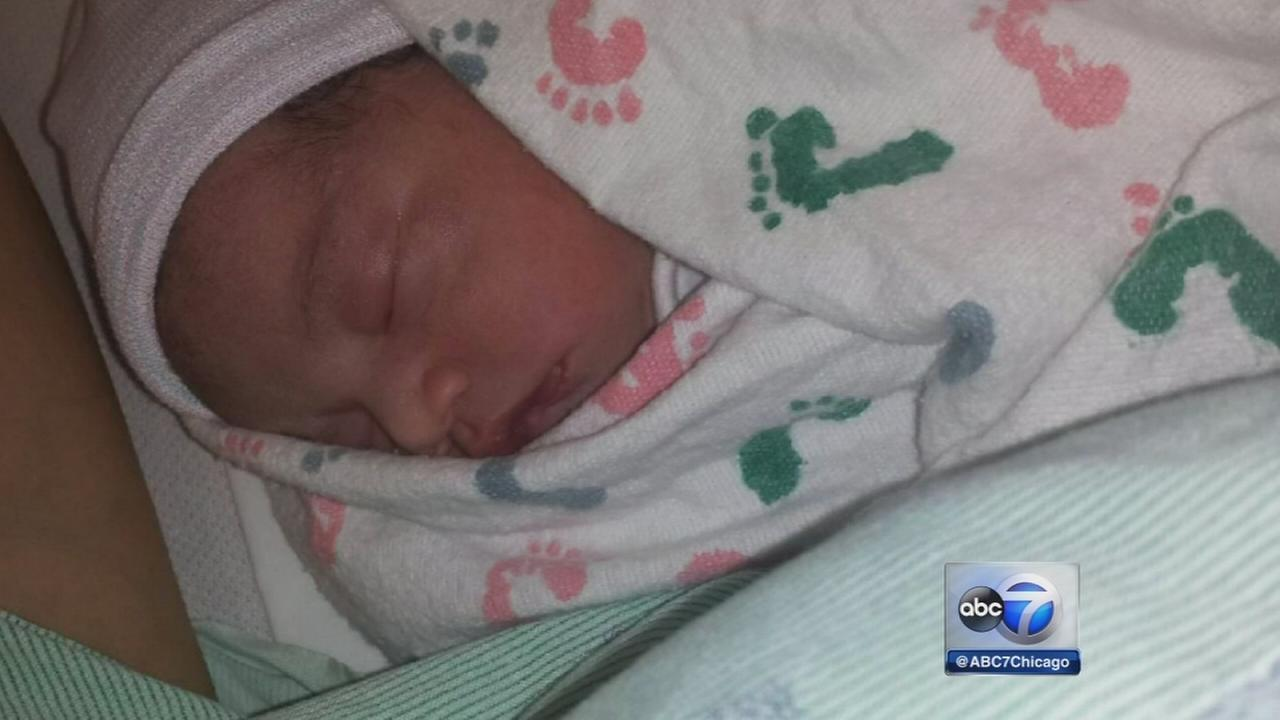 Man delivers own baby just off Eisenhower Expressway