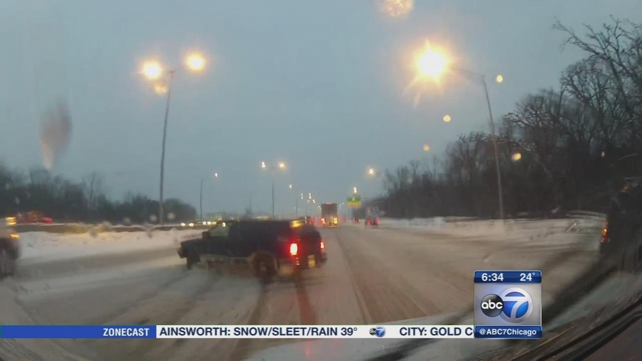 Chicago Weather: Snow-ice mix hampers morning commute