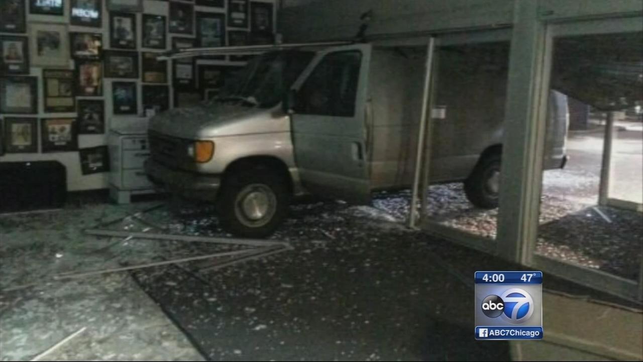 4 Smash Van Into Glenview Abt Electronics Store Fail To