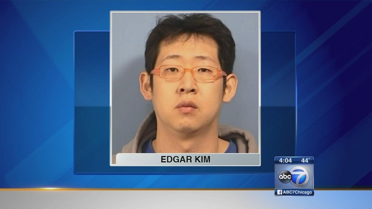 VIDEO: Man charged with selling fake Blackhawks tickets