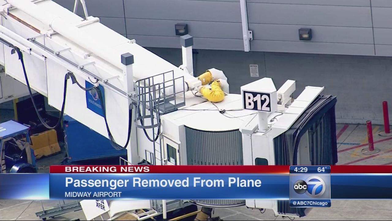 Passenger kicked off plane at Midway