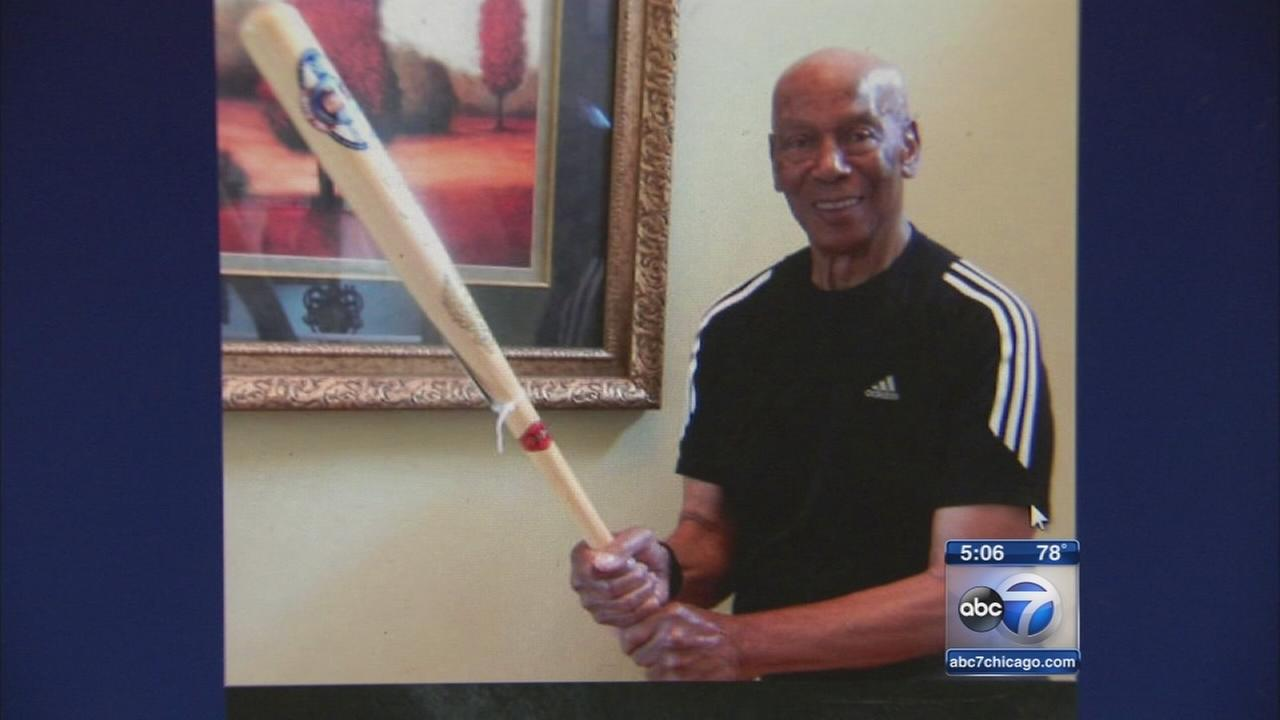 Ernie Banks estate executor must disclose memorabilia sales