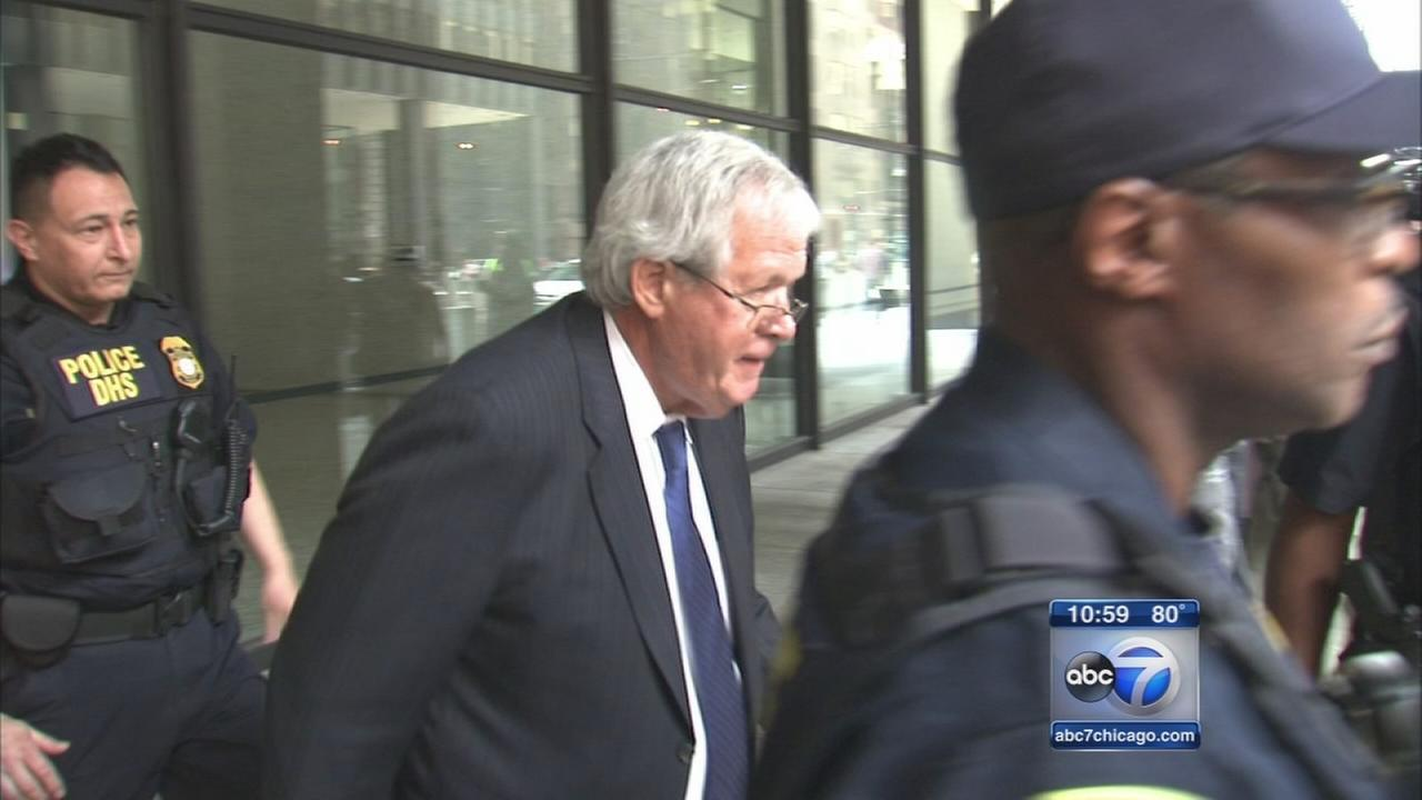 Hastert gets no special treatment at arraignment