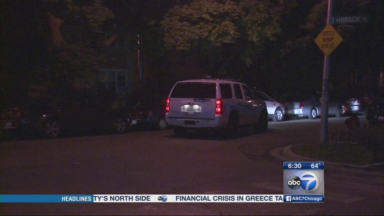 2 female robbers target women on Near NW Side