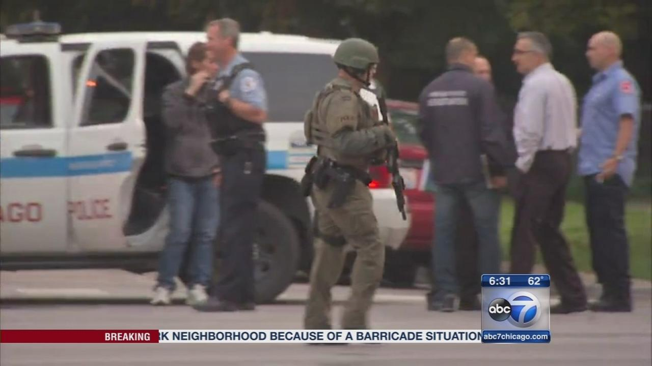 Barricade situation closes Montrose in Albany Park