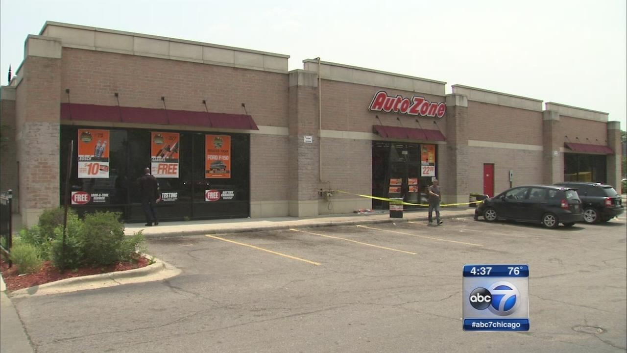 Car crashes into an AutoZone