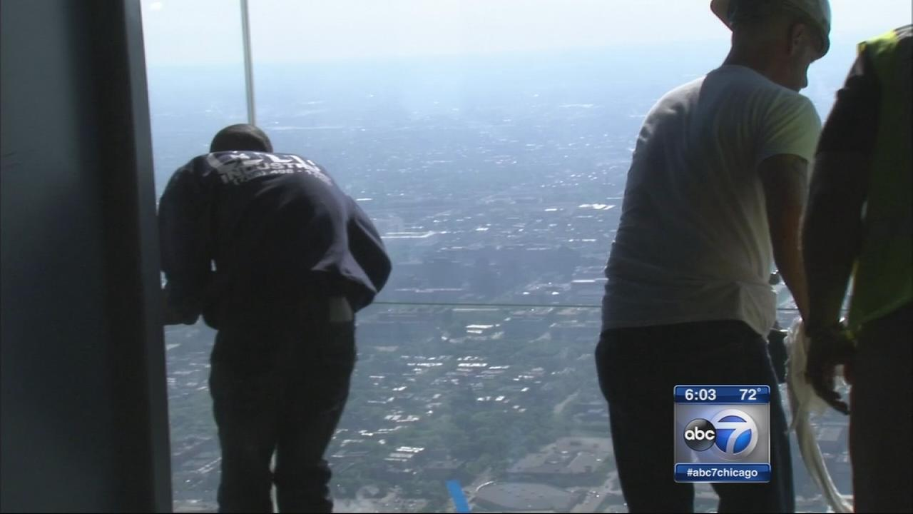 Crews repair Willis Tower Skydeck Ledge