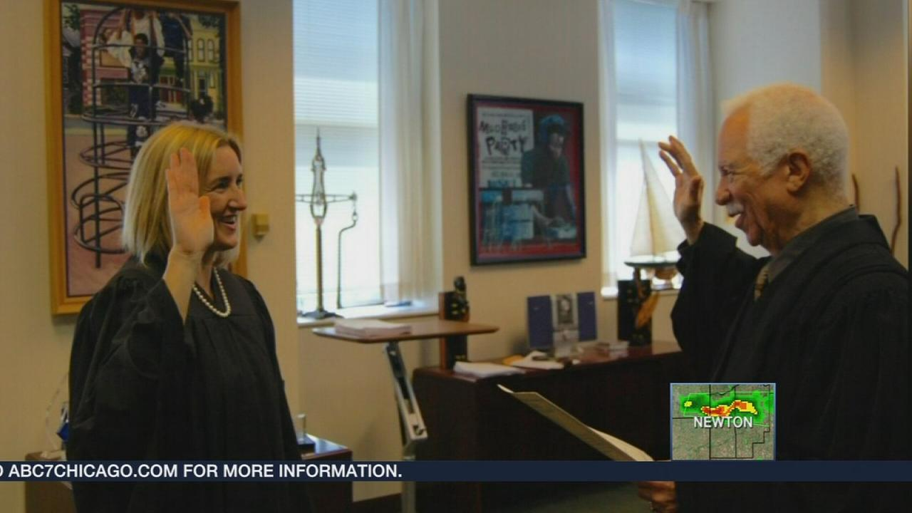 Carrie Hamilton sworn in as Cook County judge