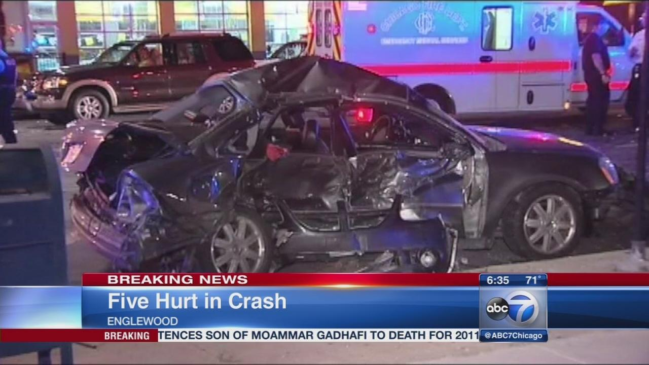 5 hurt after West Side chase ends in crash