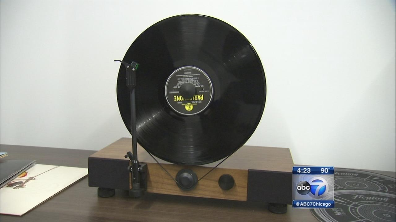 Chicagoan invents floating record