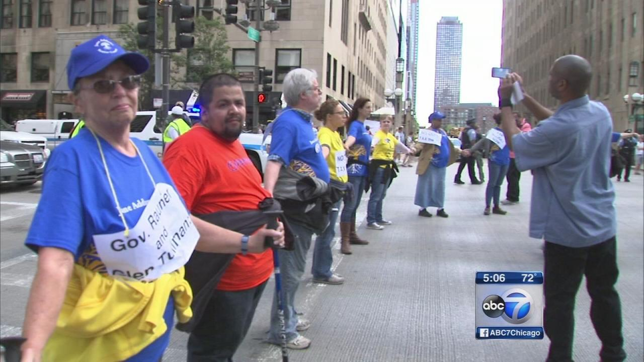 Demonstrators blame Rauner during protest