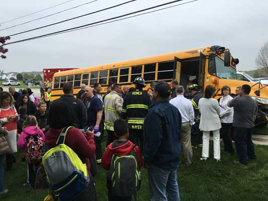 "<div class=""meta image-caption""><div class=""origin-logo origin-image wls""><span>WLS</span></div><span class=""caption-text"">Several people were injured in a crash involving a school bus Thursday afternoon in southwest suburban Lockport. (Monier Shehadeh)</span></div>"