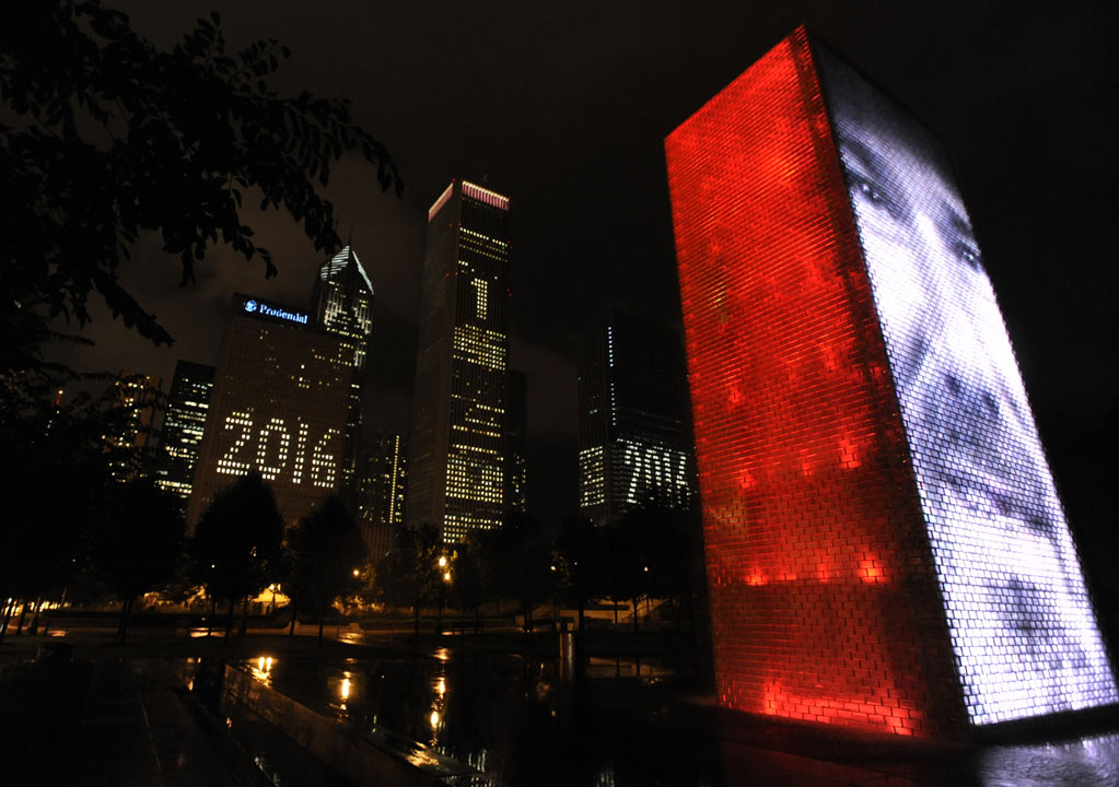 Buildings behind Millennium Park promote Chicago's bid for the Olympic Games in 2016 in Chicago, Thursday, Oct. 1, 2009. <span class=meta>AP Photo/Paul Beaty</span>