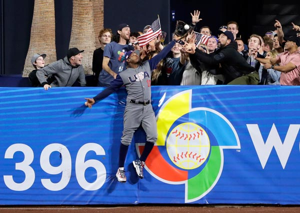 "<div class=""meta image-caption""><div class=""origin-logo origin-image ap""><span>AP</span></div><span class=""caption-text"">United States outfielder Adam Jones grabs a catch above the wall for the out on the Dominican Republic's Manny Machado during a second-round World Baseball Classic game (AP Photo/Gregory Bull)</span></div>"