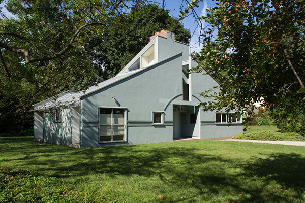"<div class=""meta image-caption""><div class=""origin-logo origin-image wpvi""><span>WPVI</span></div><span class=""caption-text"">Pictured: The Vanna Venturi house in Philadelphia's Chestnut Hill section.</span></div>"