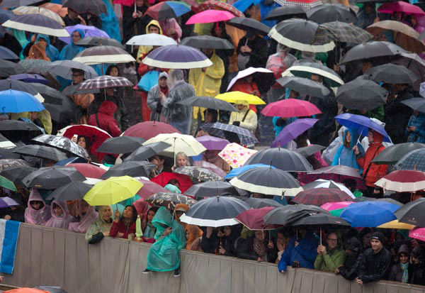 "<div class=""meta image-caption""><div class=""origin-logo origin-image none""><span>none</span></div><span class=""caption-text"">Faithful wait in the rain for Pope Francis' arrival to the Easter Mass in St. Peter's Square at the Vatican, Sunday, April 5, 2015.  (AP Photo/ Alessandra Tarantino)</span></div>"