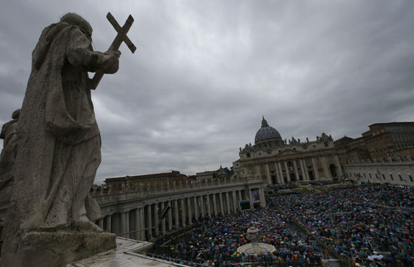 "<div class=""meta image-caption""><div class=""origin-logo origin-image none""><span>none</span></div><span class=""caption-text"">Faithful attend an Easter mass celebrated by Pope Francis, in St. Peter's square at the Vatican, Sunday, April 5, 2015.  (AP Photo/ Alessandra Tarantino)</span></div>"