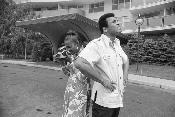 "<div class=""meta image-caption""><div class=""origin-logo origin-image ap""><span>AP</span></div><span class=""caption-text"">Heavyweight boxing champ Muhammad Ali looks over the front of an apartment building that will temporarily be his new home in Cherry Hill, N.J., while his wife Belinda makes photos (AP Photo/Bill Ingraham)</span></div>"