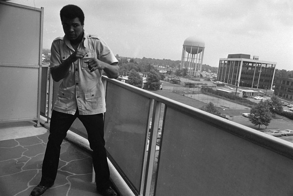 "<div class=""meta image-caption""><div class=""origin-logo origin-image ap""><span>AP</span></div><span class=""caption-text"">Former heavyweight boxing champ Muhammad Ali takes a stance on the balcony of his apartment in Cherry Hill, N.J., Aug. 23, 1974.</span></div>"