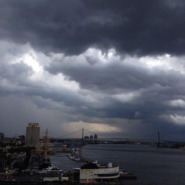 "<div class=""meta image-caption""><div class=""origin-logo origin-image ""><span></span></div><span class=""caption-text"">@ditraps  A storm's a-brewing at my apt on Penn's Landing! </span></div>"